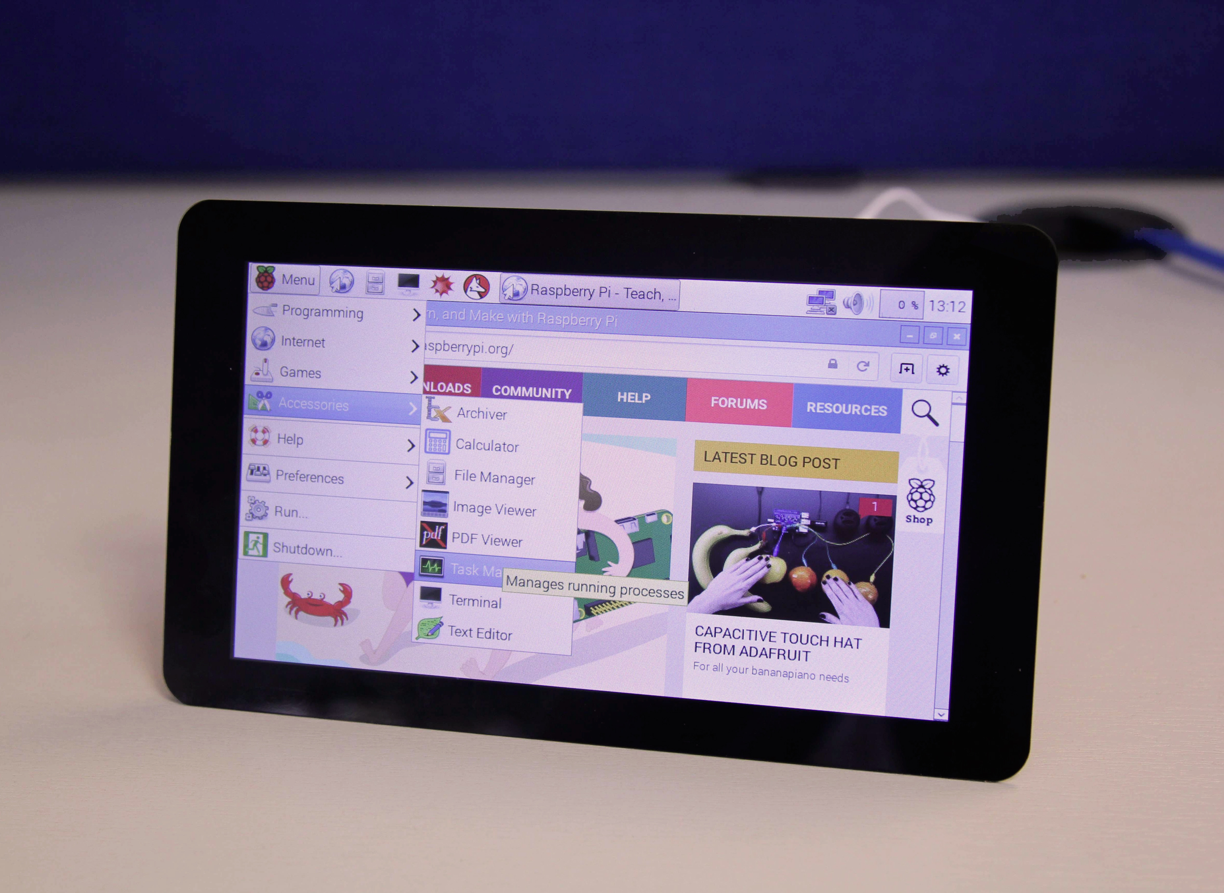 Trying the official Raspberry Pi touchscreen, our opinion